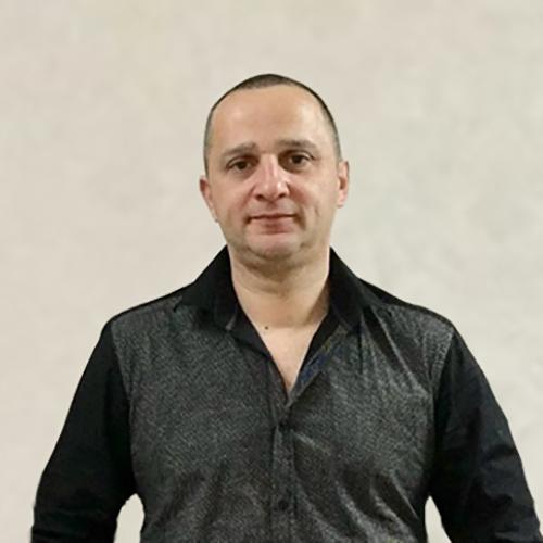 Юлиан Привис